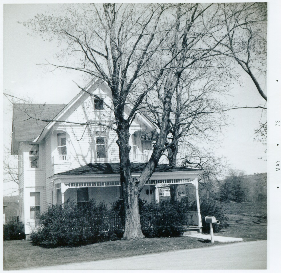 Hamilton Rd and Middleport Rd Lebanon east house Frank Nickerson 7 May 1973